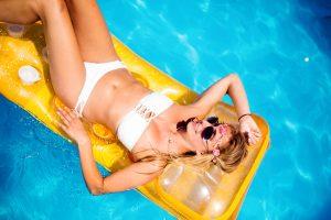 Mit den Tipps und Tricks der Apotheke unter Linden oder Stein Apotheke für den Sommer am Pool, im Schwimmbad oder am See vorbereitet sein