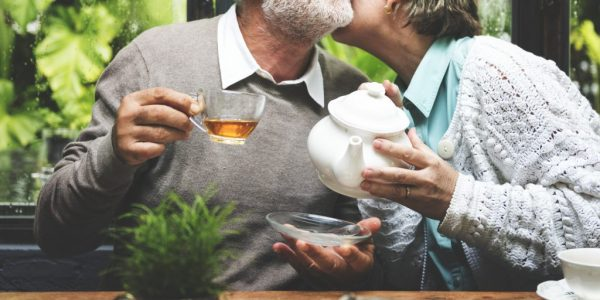 senior-couple-afternoon-tea-drinking-relax-pyh8nns-1024x684